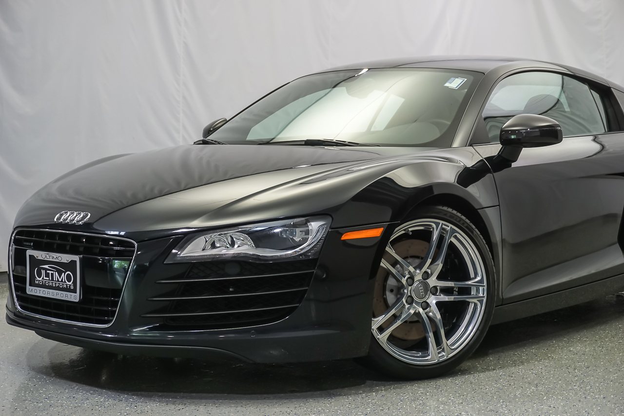 pre owned 2011 audi r8 4 2l coupe near hinsdale um1203. Black Bedroom Furniture Sets. Home Design Ideas